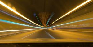 徐行のスピードとは車がすぐに停止できる速度!何キロではない!