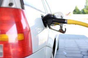 ガソリン添加剤を入れるタイミングはいつが適切?