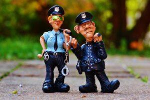 ブレーキランプがつかないと警察に止められる?