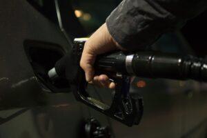 ガソリンを安く入れるコツは?